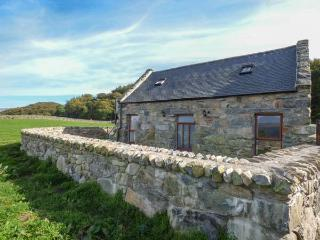 YSGUBOR LAS, barn conversion on farm, enclosed garden, Dolgellau, Ref 918053 - Dolgellau vacation rentals
