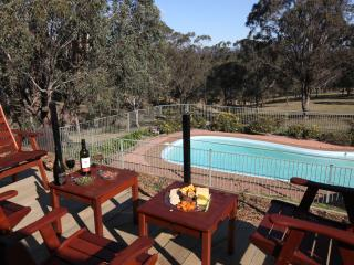 Spacious 4 bedroom Lovedale House with A/C - Lovedale vacation rentals