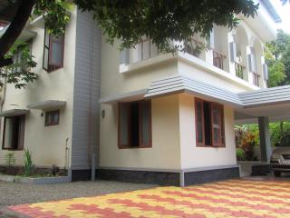 Spacious 5 Bedroom House 5 km from Railway Station - Kottayam vacation rentals