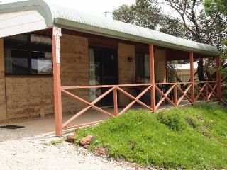 Comfortable Chalet with Television and DVD Player - Hopetoun vacation rentals