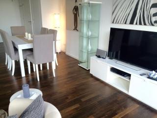 NEW! LUXURY! 2bed/2bath, central POTSDAMER PLATZ! - Berlin vacation rentals