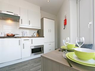 Yes Luton airport 15 mins Sleeps 2 (15 - Streatley vacation rentals