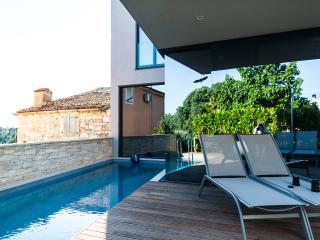 Nice Villa with Internet Access and Dishwasher - Mugeba vacation rentals