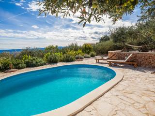 Family-friendly villa / pool and stunning view - Bol vacation rentals