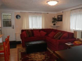Garden Suite close to the Ocean, Park and Downtown - Victoria vacation rentals