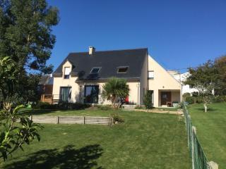 grande maison entre terre et mer proche littoral - Elliant vacation rentals
