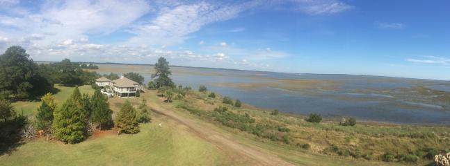 Endless Views -- located two miles out on a peninsula, nature at its best! - Endless Views - Deep Water with Boat Ramp & Pets - Edisto Island - rentals