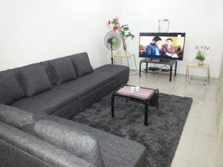 2 bedroom Apartment with Internet Access in Mandaluyong - Mandaluyong vacation rentals