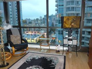 Deluxe Studio Apartment in Coal Harbour, Vancouver - Vancouver vacation rentals