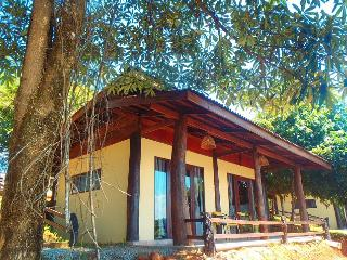 4 bedroom Bungalow with Linens Provided in Vang Vieng - Vang Vieng vacation rentals