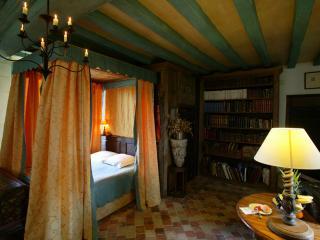 Romantic 1 bedroom Castle in Durtal - Durtal vacation rentals