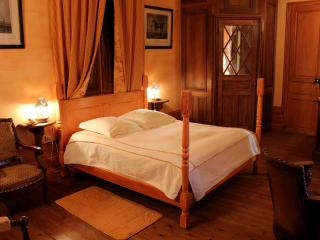 Romantic 1 bedroom Chateau in Durtal - Durtal vacation rentals