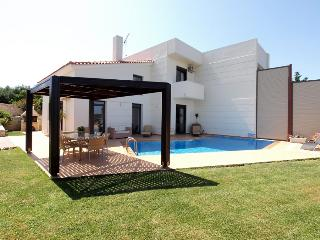 Beautiful 4 bedroom Villa in Kolymbari with Internet Access - Kolymbari vacation rentals