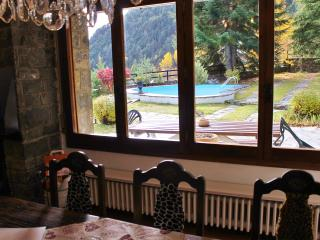 Bright 6 bedroom Arinsal Chalet with Internet Access - Arinsal vacation rentals