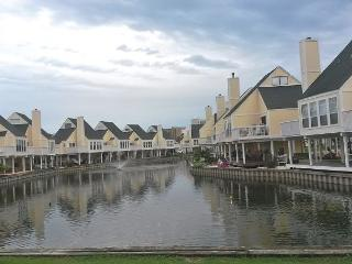 Cozy Two Bedroom Condo With Private Beach Access. Super cute community!!!!!!! - Destin vacation rentals