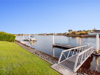 Bella Volante Gold Coast Luxury Waterfront Holiday House - World vacation rentals