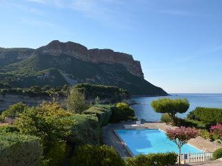 La Faustine appart 4 pers Terrasse Vue mer Piscine - Cassis vacation rentals
