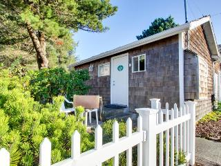 Pet-friendly cottage one block from the beach - Cannon Beach vacation rentals