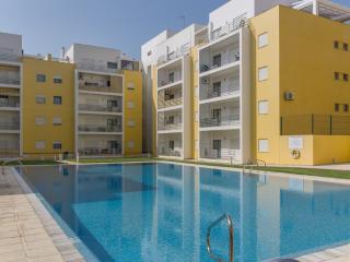 Marley Yellow Apartment, Armação de Pêra, Algarve - Pera vacation rentals