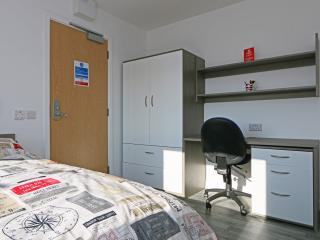 Your Studio sleeps 2 in Central Luton (18 - Luton vacation rentals