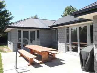 Comfortable 5 bedroom House in Riccarton - Riccarton vacation rentals