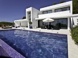 4 bedroom Villa in Santa Eulalia Del Rio, Baleares, Ibiza : ref 2132894 - Roca Llisa vacation rentals