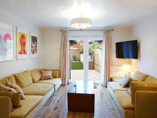 Second Nest Hampton Street - London vacation rentals