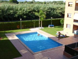 Apartment near beach & Port Aventura. It has it all - Cambrils vacation rentals