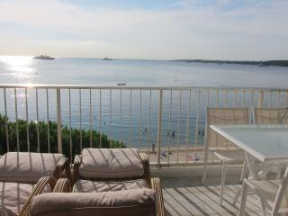 FETTOLINA - Amazing sea view  apartment with direct access on beach Gazagnaire - Cannes vacation rentals
