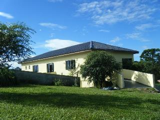 Chacara por dia, com piscina, salao de festas - Campina Grande Do Sul vacation rentals