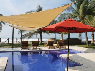 Charming tropical beach getaway. - Punta Remedios vacation rentals