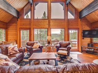 Gorgeous, spacious home with access to a community pool, hot tub, gym, and more! - Truckee vacation rentals