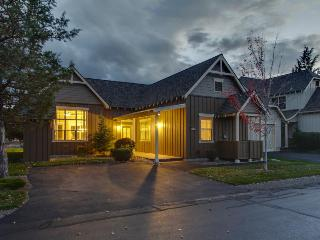Classic-style townhome w/ private hot tub & resort amenities like a pool! - Redmond vacation rentals