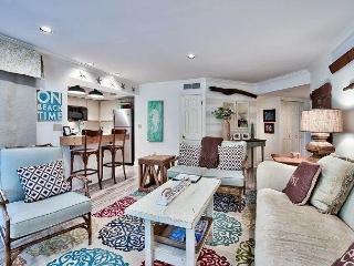 Cozy 2 bedroom Miramar Beach Cottage with Deck - Miramar Beach vacation rentals