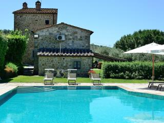 5 bedroom Villa with Internet Access in Tuoro sul Trasimeno - Tuoro sul Trasimeno vacation rentals