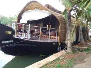 Nice Boathouse with Internet Access and A/C - Alappuzha vacation rentals