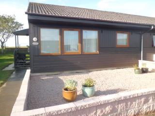 Romantic 1 bedroom Bungalow in Peterhead with Television - Peterhead vacation rentals