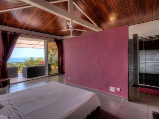Bright 3 bedroom Ambatoloaka Villa with Internet Access - Ambatoloaka vacation rentals