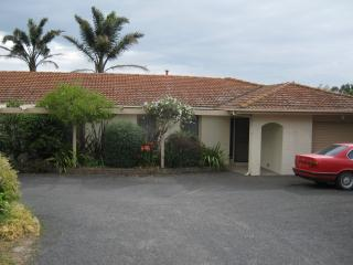 Cozy 3 bedroom Traralgon Guest house with Long Term Rentals Allowed - Traralgon vacation rentals