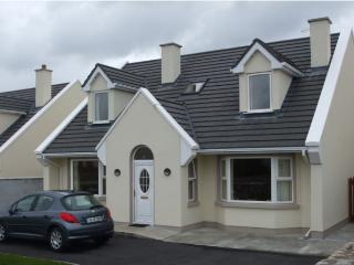 4 bedroom House with Satellite Or Cable TV in Carna - Carna vacation rentals