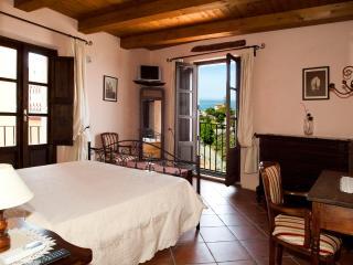 B&B Lavinium Afrodite - Scalea vacation rentals