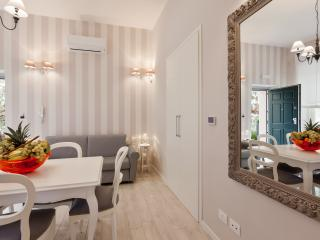 Glamour apartment close to Vatican - Shabby Apart - Rome vacation rentals