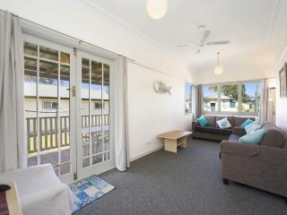 Lovely 2 bedroom House in Ettalong Beach - Ettalong Beach vacation rentals