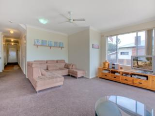 Bright 3 bedroom House in Ettalong Beach - Ettalong Beach vacation rentals