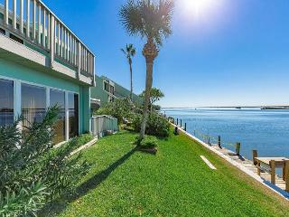 Sunny 2BR Condo with Bay Views in Corpus Christi - Corpus Christi vacation rentals