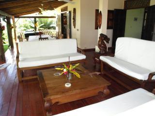 villa de charme pied dans l eau - Ambatoloaka vacation rentals