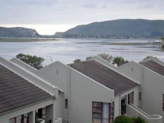 Bright 1 bedroom Knysna Apartment with Satellite Or Cable TV - Knysna vacation rentals