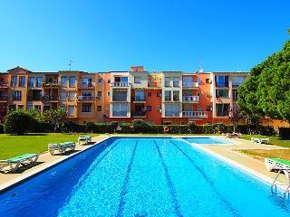 Romantic 1 bedroom Empuriabrava Condo with Shared Outdoor Pool - Empuriabrava vacation rentals