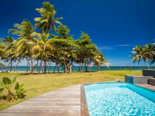 Ecolodge avec piscine, seul sur une plage sauvage - Sainte Marie vacation rentals