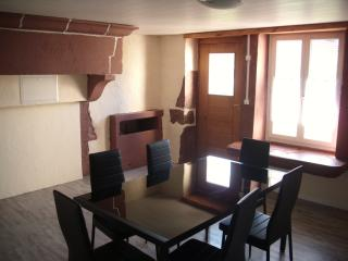 Ferienhaus auf zwei Etagen mit Holzofen - Saint-Loup-sur-Semouse vacation rentals